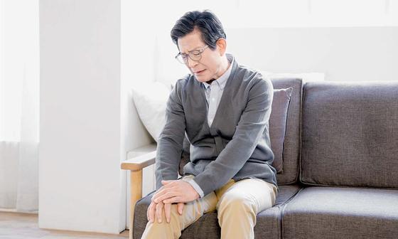 [건강한 가족] 추위 탓에 더 시리고 아픈 무릎, MSM·강황·칼슘 도움 받으세요