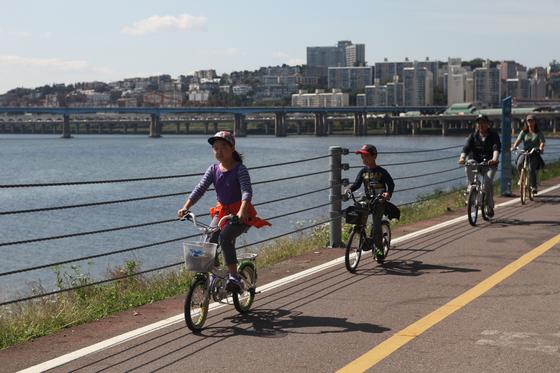 서울 성동구는 전 구민을 대상으로 '자전거 보험'을 들어 자전거 사고 때 보상을 받을 수 있도록 하고 있다. [사진 성동구]