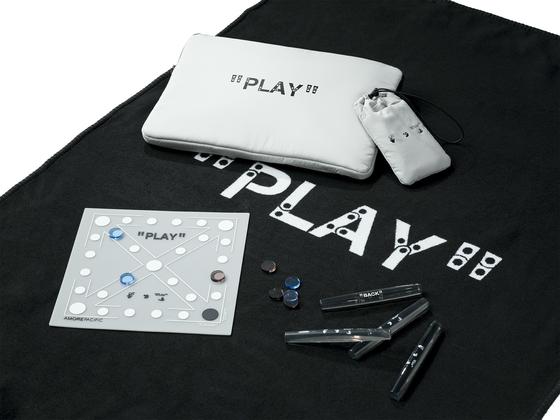 아모레퍼시픽과 버질 아블로의 오프화이트의 협업으로 탄생한 '플레이 키트.' 한국의 전통놀이인 윷놀이를 를 할 수 있도록 구성했다. 사진 아모레퍼시픽
