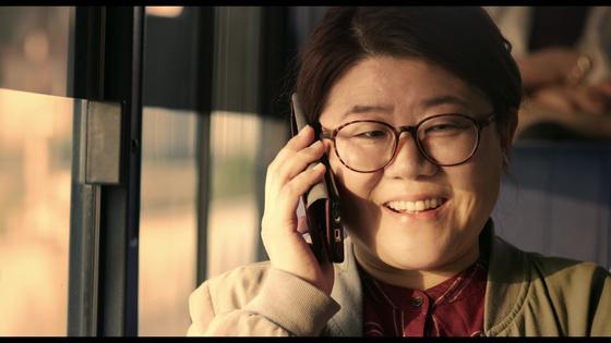배우 이정은 주연 단편 '여보세요'. 오는 31일까지 인디그라운드 플랫폼에서 온라인 무료 관람할 수 있다. [사진 인디그라운드]