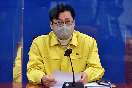 홍익표 더불어민주당 정책위의장이 19일 오전 국회에서 열린 당 원내대책회의에서 발언을 하고 있다.