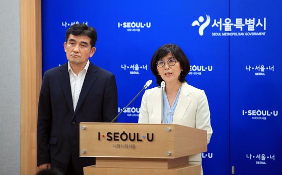 송다영 서울시 여성가족정책실장(오른쪽). 연합뉴스
