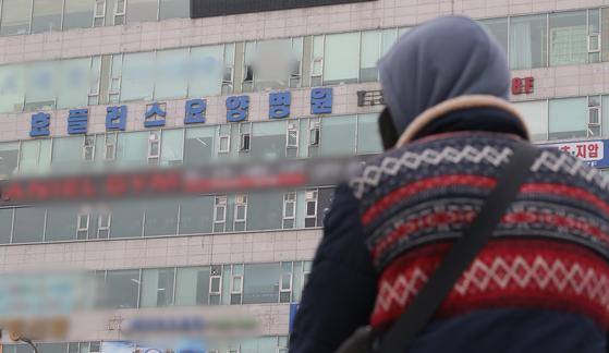 코로나19 집단감염으로 입원환자의 절반 정도인 58명이 숨진 부천 효플러스요양병원. [뉴스1]