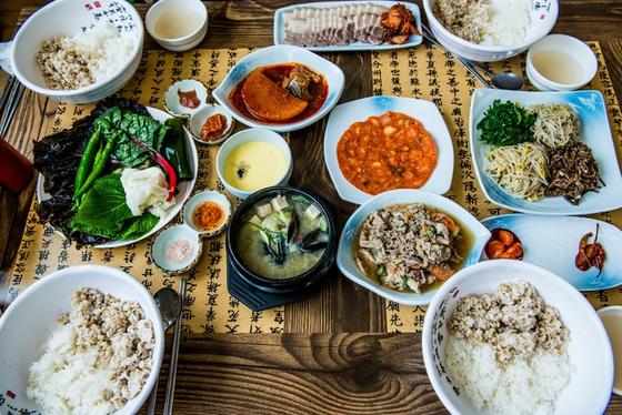 매일 먹는 음식의 종류와 성분은 무수히 많다. 하지만 최종 목표는 5대 영양소의 공급이다. [사진 pxhere]