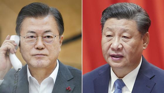 문재인 대통령(왼쪽)이 26일 오후 청와대에서 시진핑 중국 국가주석과 전화 통화하고 있다. 연합뉴스