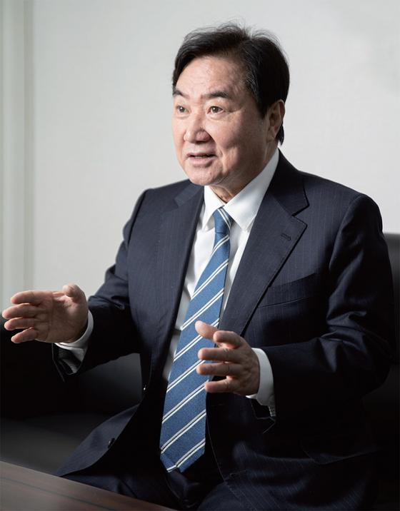 """이석현 전 국회 부의장은 """"더불어민주당이 180석의 신기루를 빨리 깨야 한다""""고 조언했다."""