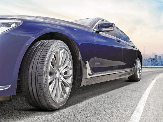 마제스티9 솔루스 TA91은 금호 타이어가 개발한 최고급 타이어로 국산 고급 세단은 물론 대형 수입 세단까지 겨냥한다. [사진 금호타이어]