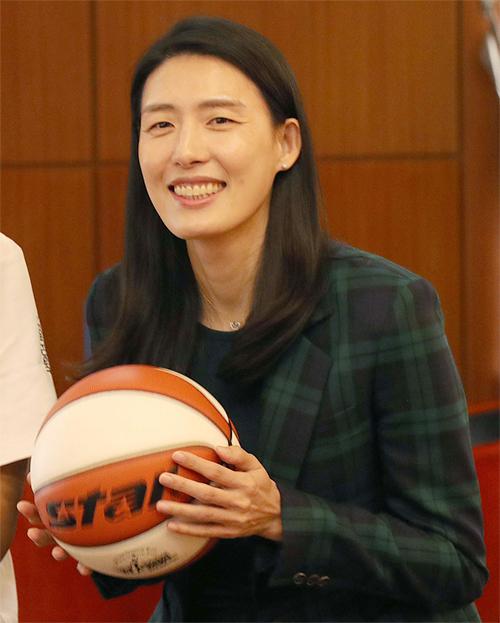 새 여자농구대표팀 사령탑 전주원.