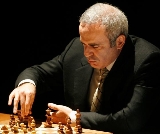 세계 체스 챔피언 출신 가리 카스파로프. 그는 최근 알렉세이 나발니의 구금에 반대하며 블라디미르 푸틴 러시아 대통령 비판의 전면에 나서고 있다. [로이터=연합뉴스]