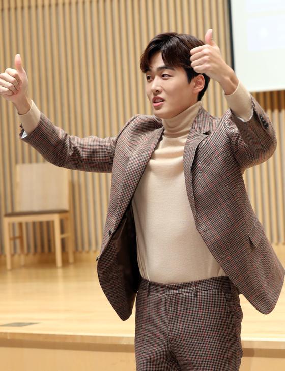 조정식 아나운서가 2일 오후 서울 양천구 목동 SBS에서 열린 SBS 예능 '이동욱은 토크가 하고 싶어서' 제작발표회에 참석하고 있다.  '이동욱은 토크가 하고 싶어서'는 이동욱이 처음으로 단독 진행하는 토크쇼로. 오는 4일 오후 10시 첫 방송 된다.  김진경 기자 kim.jinkyung@jtbc.co.kr/2019.12.02/