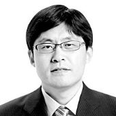 권석천 중앙일보 칼럼니스트