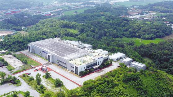 부지면적 4만9530㎡에 자산감정평가액만 약 700억원에 이르는 (주)로미칼 공장 전경.