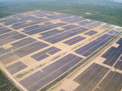 한화에너지가 개발해 운영 중인 미국 텍사스주 오베론(Oberon) 1A(194MW) 태양광발전소 전경. 한화에너지는 프랑스 토탈과 합작회사를 설립해 미국 시장에서 태양광사업 개발·운영을 공동 추진하기로 합의했다. [사진 한화그룹]