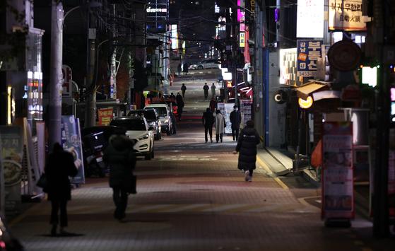 지난 7일 오후 서울 강남역 인근 번화가 거리. 위 사진은 기사 내용과 관련이 없습니다 [연합뉴스]