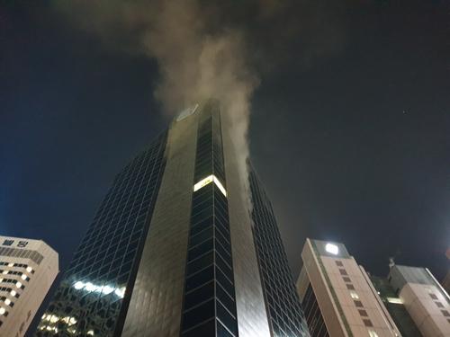 29일 오후 10시 42분께 서울 중구 을지로 IBK기업은행 본사 빌딩에서 화재가 발생했다. 연합뉴스