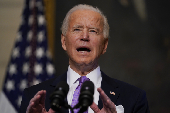 조 바이든 미국 대통령. 지난 25일 연방정부 관용차를 미국산 전기차로 제한하는 행정명령에 서명했다. AP=연합뉴스