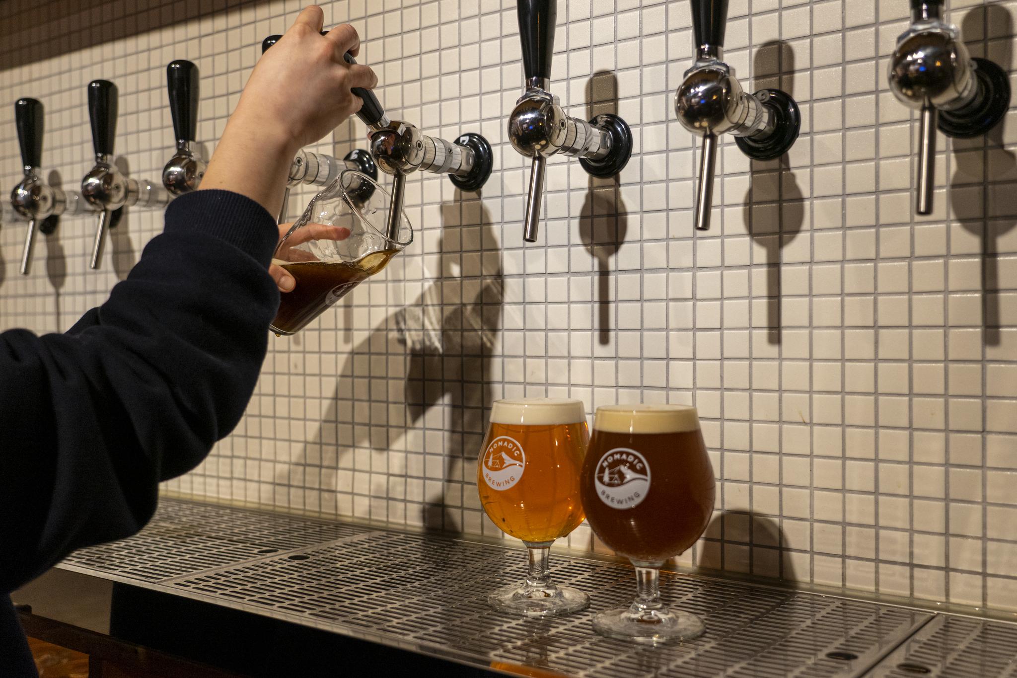 한옥마을 크레프트 맥줏집 '노매딕'. 양조장에서 직접 빚은 신선한 맥주를 맛볼 수 있다.