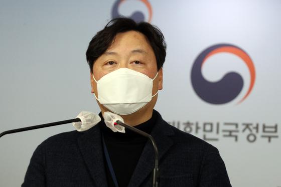 """신희동 산업통상자원부 대변인은 지난달 31일 북한 원전 관련 문건과 관련 """"해당 문건은 남북 경제협력이 활성화될 경우에 대비해 단순하게 아이디어 차원에서 검토한 내부자료""""라고 해명했다. [뉴스1]"""