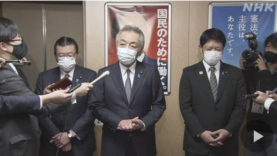 코로나 비상 상황에서 '밤 긴자'를 찾은 일본 여당 의원 4 명