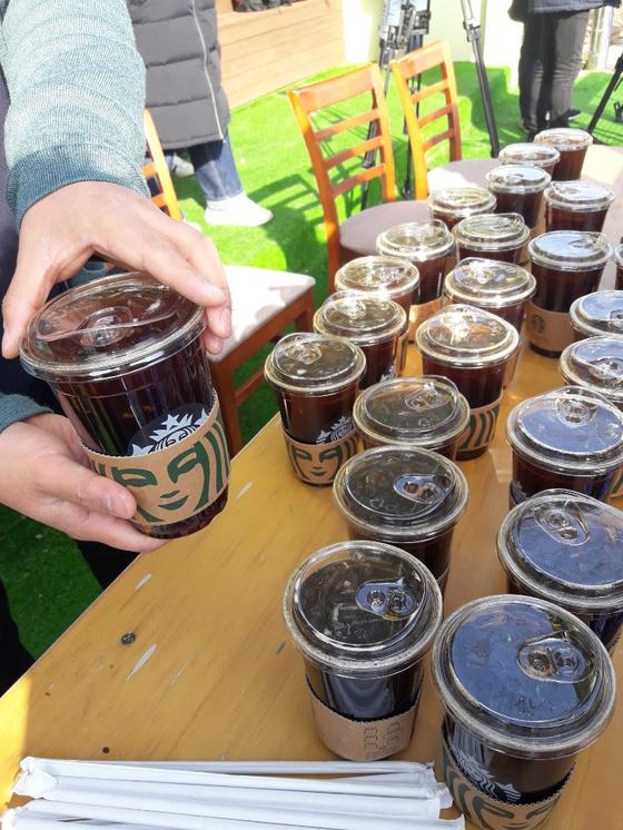 신세계 그룹에서 SK 선수단에 보낸 스타벅스 커피