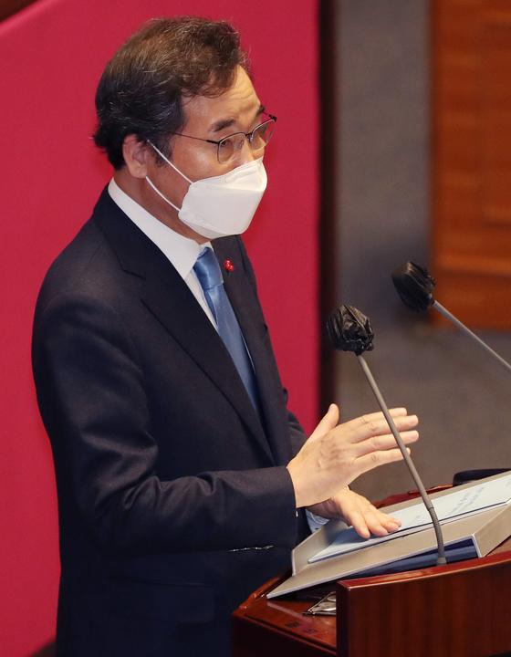 이낙연 더불어민주당 대표가 2일 오전 국회 본회의에서 교섭단체 대표연설을 하고 있다. 오종택 기자