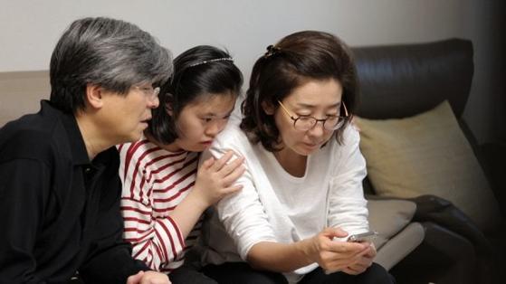한국에서 유명인이 다운증후군 가족을 소개했다. 영상을 보고 조금은 걱정을 덜어내고 희망을 품은 부모가 많았다고 한다. [사진 TV조선 '아내의 맛']