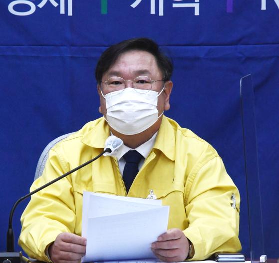 김태년 더불어민주당 원내대표가 4일 오전 국회에서 열린 정책조정회의에서 발언하고 있다. 오종택 기자
