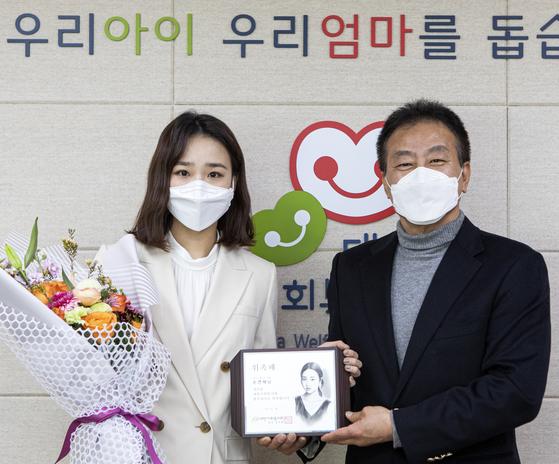 손연재 대표와 김석현 회장이 4일 대한사회복지회 홍보대사 위촉식을 가졌다. 제공 대한사회복지회