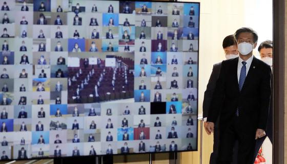 김대지 국세청장이 28일 정부세종2청사 국세청 대강당에서 열린 2021년 전국 세무관서장 회의에 참석하고 있다. 2021.1.28/뉴스1