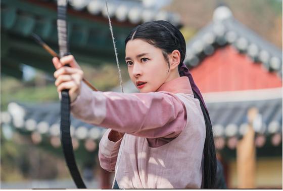 '암행어사: 조선비밀수사단'에서 홍다인 역을 맡은 배우 권나라. [사진 KBS]