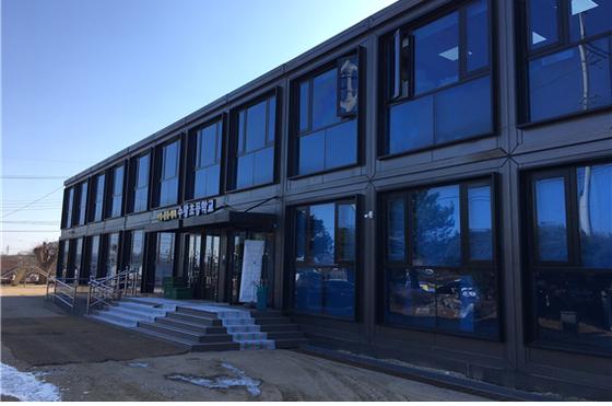 지난해 초 전북 고창고에서 쓰던 모듈러 교실 중 일부는 세종시 수왕초등학교로 옮겨져 사용되고 있다. 사진은 수왕초등학교에 설치된 모듈러 교사. 교육부 제공