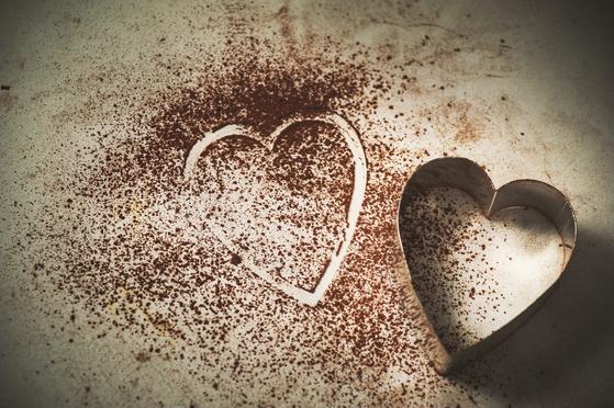 한의사로서 초콜릿 하면 떠오르는 단맛에 거부감이 있다. 원래 초콜릿은 쓴맛의 약초이기 때문이다. [사진 unsplash]
