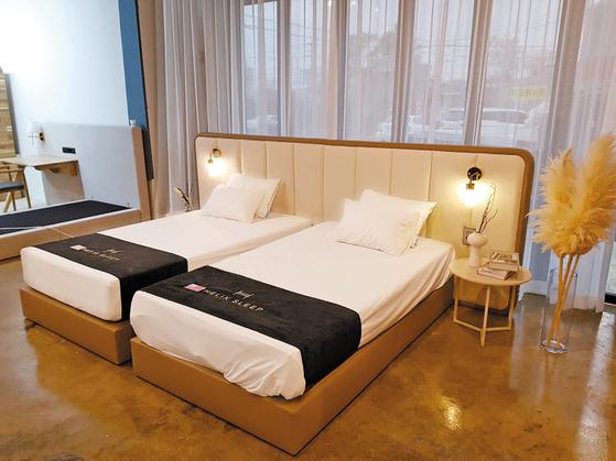 호텔식 프리미엄 트윈침대인 '스위트'는 호텔 스위트룸의 품격을 집안의 침실로 옮겨놓은 듯한 제품이다.  [사진 라이핏]