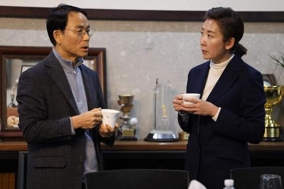 진대제 전 장관(왼쪽)을 만난 나경원 전 의원. 사진 나경원 페이스북