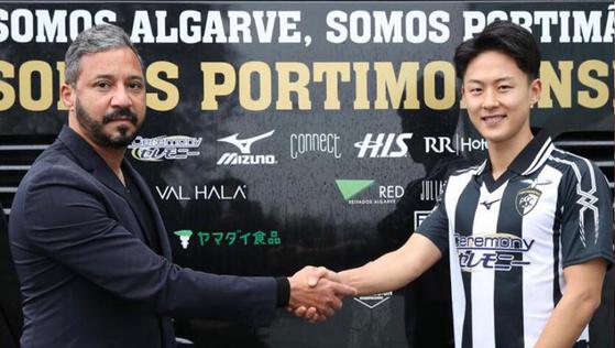 이승우(오른쪽)와 포르티모넨스의 로디니 삼파이우 단장. 사진=포르티모넨스 공식 홈페이지