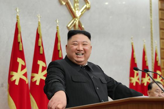 북한 김정은 노동당 총비서의 사회로 당 중앙위원회 제8기 제2차 전원회의 1일차 회의가 8일 개최됐다고 당 기관지 노동신문이 9일 보도했다. 뉴스1
