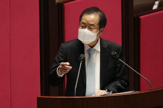 홍준표 무소속 의원이 4일 서울 여의도 국회에서 열린 제348회 국회(임시회) 제4차 본회의에서 정치·외교·통일·안보에 관한 대정부질문을 하고 있다. 뉴스1
