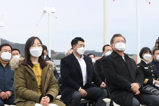 5일 해상풍력 투자계획 발표를 듣는 문재인 대통령. 연합뉴스
