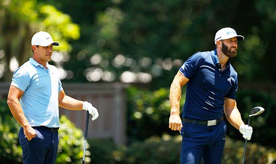 켑카와 존슨(왼쪽부터)이 같은 날 각각 PGA 투어와 유러피언 투어에서 우승했다. 사진은 지난해 한 조에서 경기하는 모습. [AFP=연합뉴스]