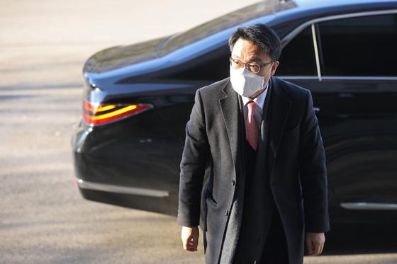 김진욱 고위공직자범죄수사처 처장이 9일 오전 정부과천청사 공수처로 출근하고 있다. 연합뉴스