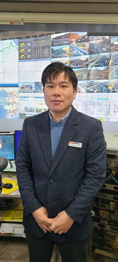 9일 경기도 분당 도로공사 교통센터에서 포즈를 취한 김해 한국도로공사 교통계획팀 차장. 도로공사