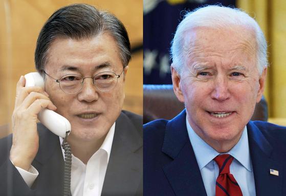 문재인 대통령이 4일 오전 청와대에서 조 바이든 미국 대통령과 전화통화를 하고 있다. [청와대 제공, AFP=뉴스1]