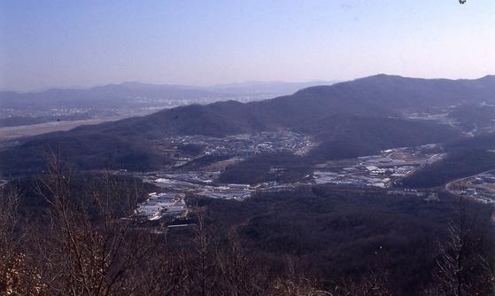 서울 대모산에서 헌릉 일대를 내뎌다 본 모습. 중앙포토