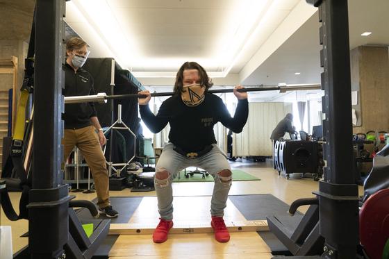 Joe Dimeo (22) realiza ejercicios de rehabilitación después de un trasplante exitoso.[AP=연합뉴스]