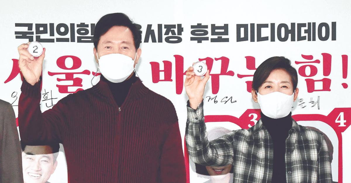 국민의힘 서울시장 오세훈 예비후보(왼쪽)와 나경원 예비후보. 연합뉴스