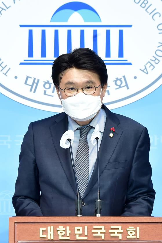 황운하 더불어민주당 의원이 9일 서울 여의도 국회 소통관에서 중대범죄수사청법 발의 기자회견을 갖고 있다. 오종택 기자