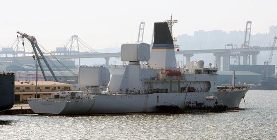 미국의 탄도 미사일 추적함인 하워드 O 로렌젠함이 2017년 2월 15일 부산항에 입항했다. [중앙포토]