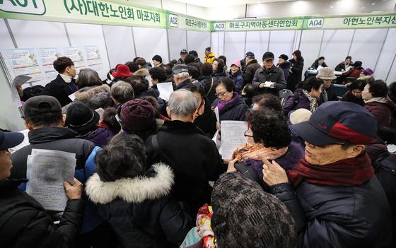"""""""고령화율이 가장 빠른 한국… 가장 오래된 빈곤율도 OECD 1 위"""""""