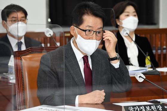 [사설] 'MB NIS 사원'이슈 불분명