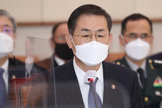 조재연 법원행정처장이 17일 오전 서울 여의도 국회에서 열린 법제사법위원회 전체회의에 의원들과 질의응답을 하고 있다. 오종택 기자